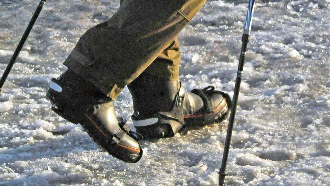 60 procent av fotgängarnas fallolyckor inträffar på snö och is och oftast är inget fordon är inblandat.