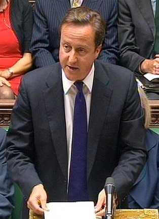 Nu hotar premiärminister David Cameron att stänga av folk som misstänks uppmana till upplopp från nätverk som Facebook och Twitter.