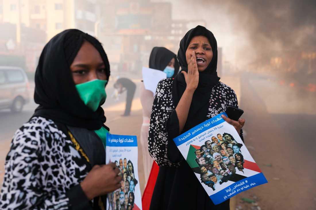 Demonstration i den sudanesiska huvudstaden Khartum den 3 juli, till stöd för demokratireformer och till minne av de som dödades i massakern ett år tidigare.
