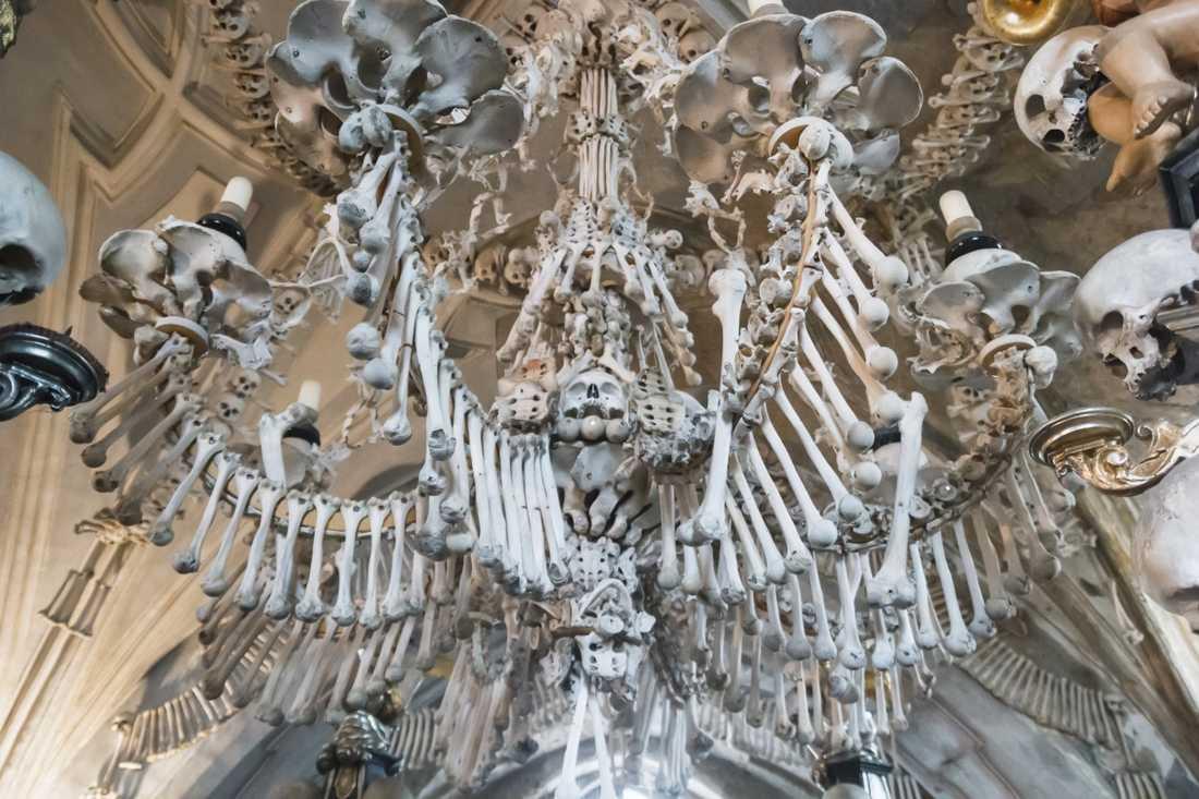 Skelettkyrkan i Sedlec är mest känd för sin kristallkrona.