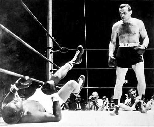 Knocken i New York. Ingemar  Ingo  Johansson knockar Floyd Patterson i Yankee Stadium 1959.