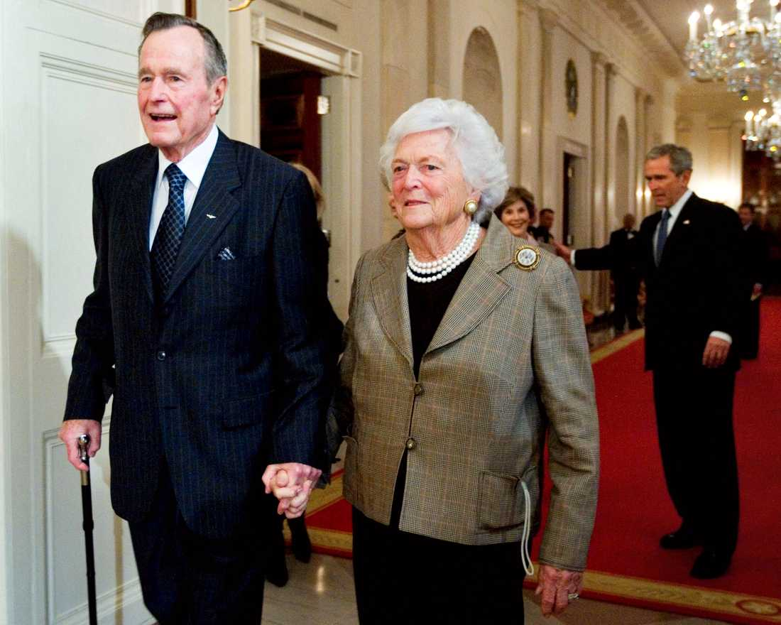 President George H. W. Bush, left, walks with his wife, former first lady Barbara Bush, followed by their son, President George W. Bush, and his wife first lady Laura Bush, to a reception in honor of the Points of Light Institute, in the East Room at the White House in Washington.