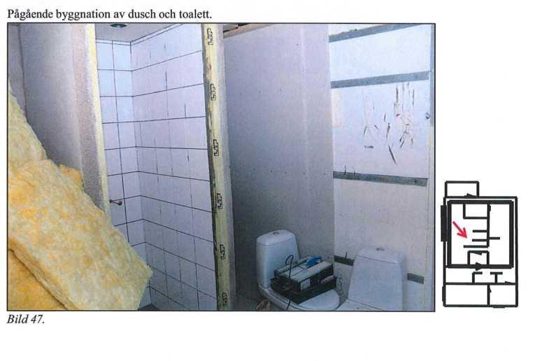 Pågående byggnation av toalett inne i bunkern.