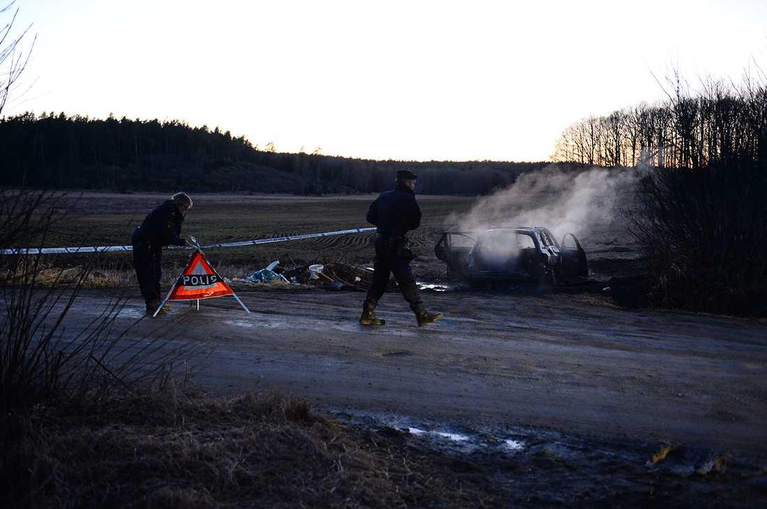 Den misstänkta flyktbilen hittades brinnande i Salem.