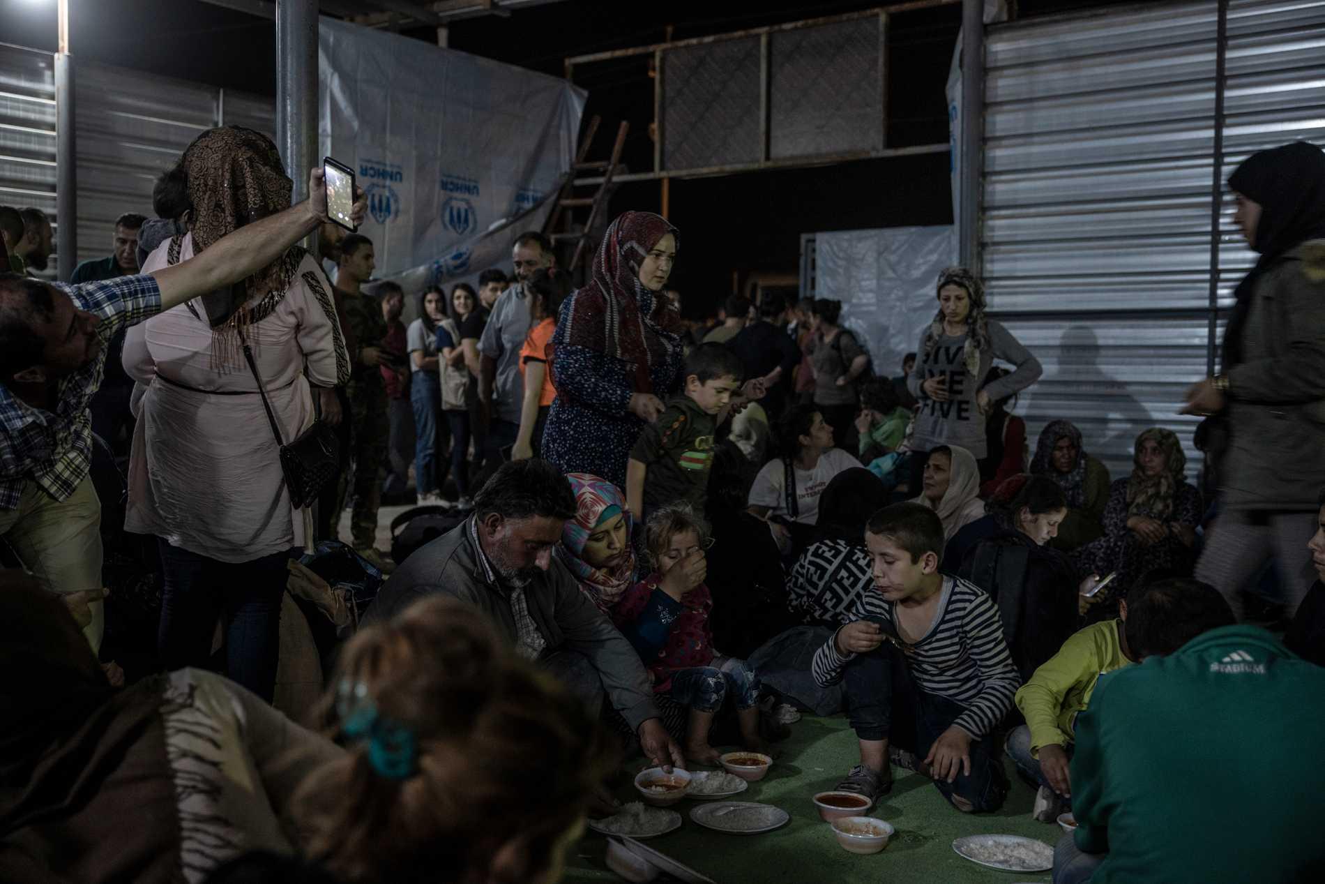 Flyktingar från Rojava i Syrien anländer till flyktingläger i Kurdistan/Irak, hösten 2019.
