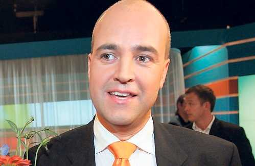 Klär i orange Färgen på alliansens nya logga är den samma som på Fredrik Reinfeldts vinnarslips från valet 2006. Men i stort sett allt annat än färgen sågas av experterna Ernst Billgren och Karin Frisell.