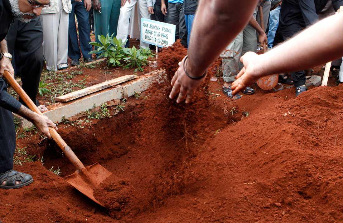 En 18-åring som dödades i attacken begravs på söndagseftermiddagen.