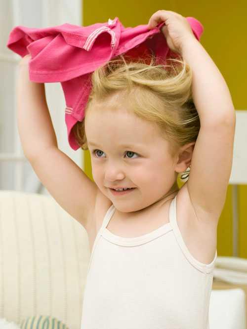 Butikerna har stort inflytande över vad barnen bär för kläder, skriver debattören.
