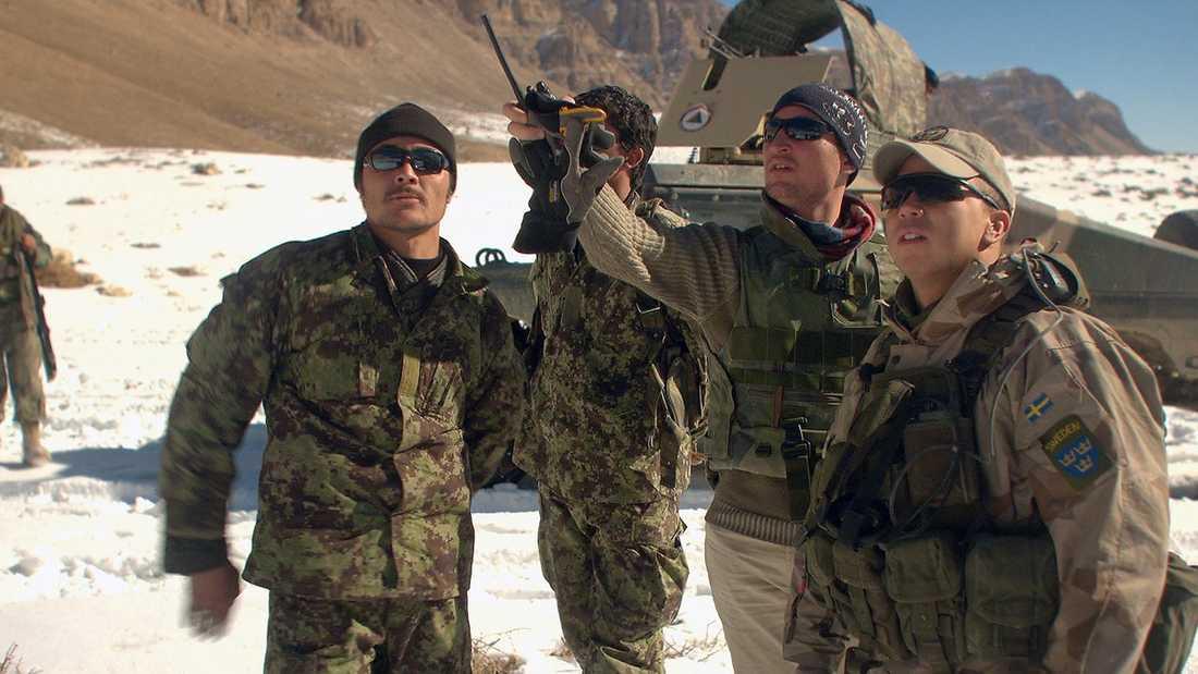 """UNDANHÅLLER INFORMATION  I dokumentären """"Krig för fred"""" är många svenska soldater i Afghanistan kritiska mot den information försvaret ger av insatsen. """"Det som inte rapporteras hem är att vi faktiskt har ihjäl folk på andra sidan"""", säger vagnchefen Micke. Bilden är tagen under inspelningen men ingen av männen uttalar sig i artikeln."""