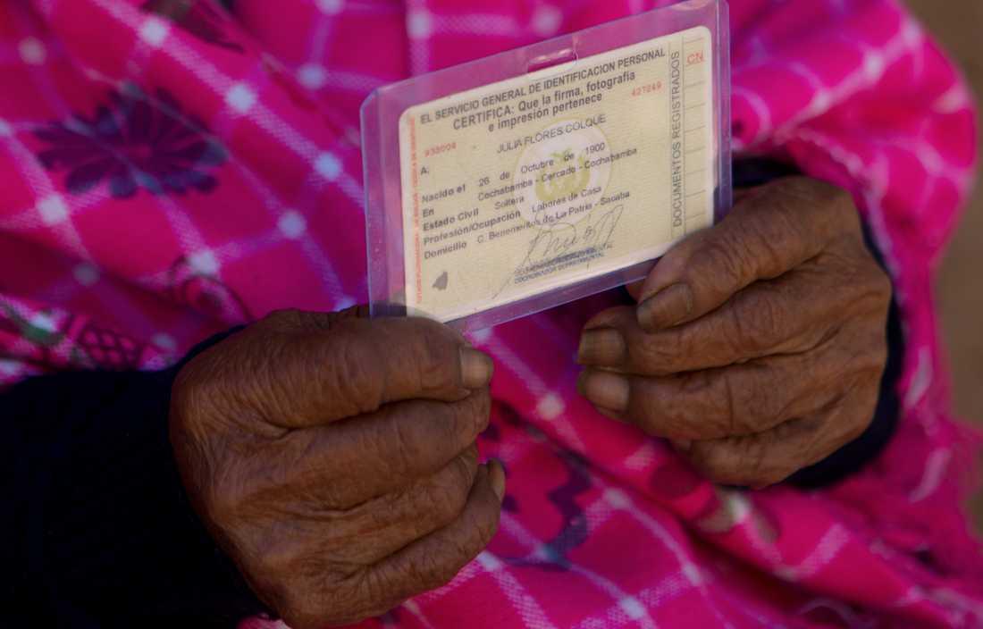 Julia Flores id-kort, med födelseåret 1900, har verifierats av bolivianska myndigheter. Arkivbild.