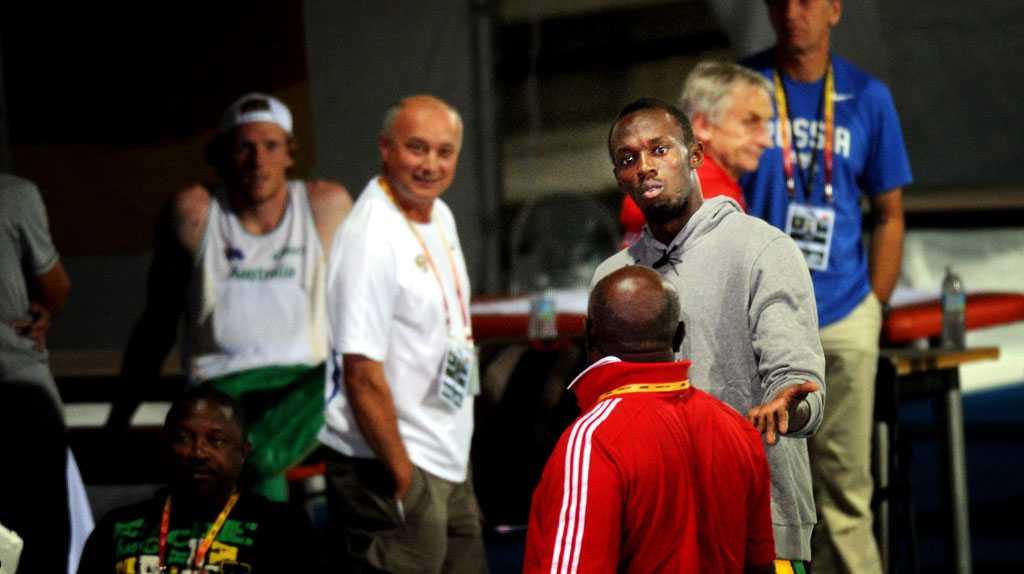 ... och har sedan en hetsig debatt med sin tränare.