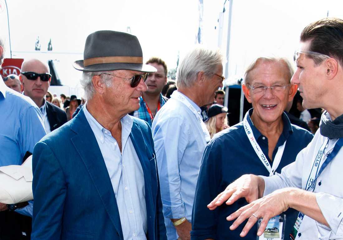 Kung Carl Gustaf tillsammans med Noppe Lewenhaupt på Solvalla.