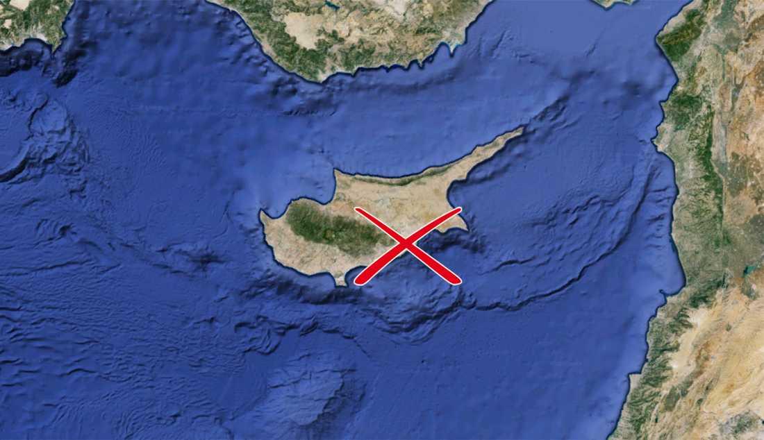 Det kapade flygplanet har landat på Larnacas flygplats på Cypern.