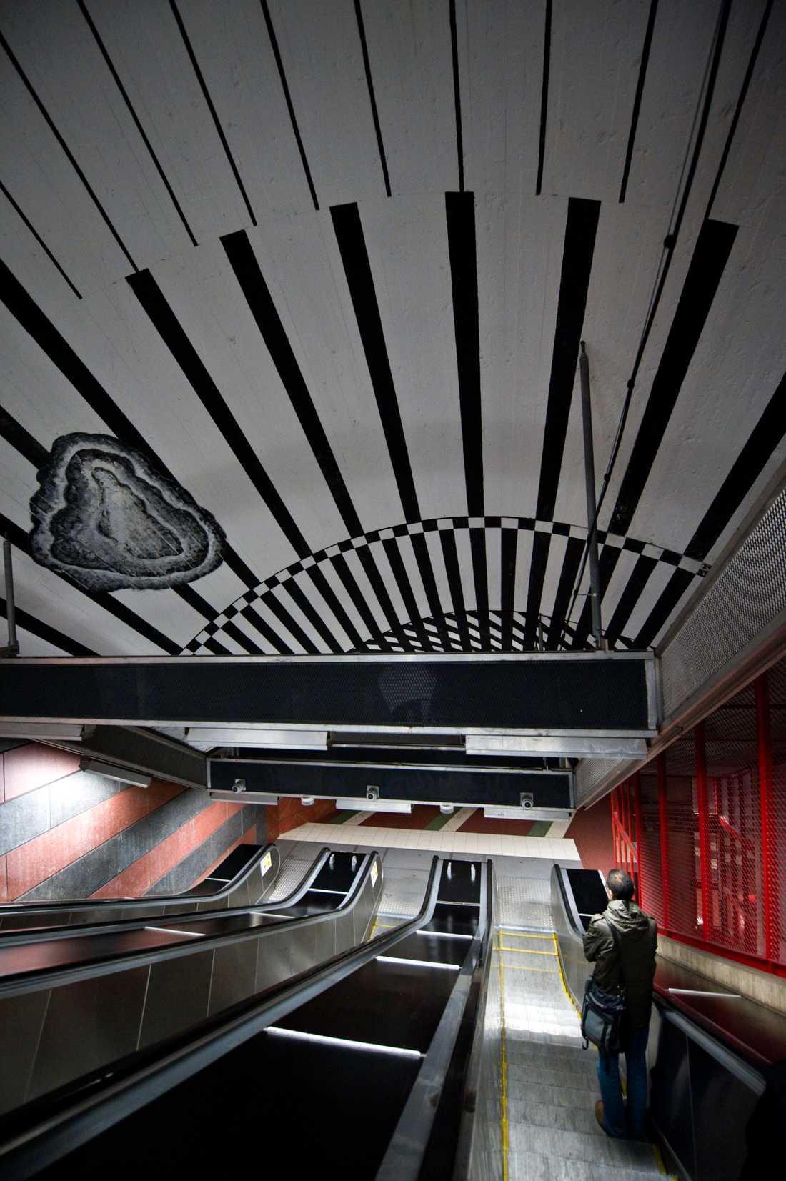 Sverige är också bäst på tunnelbanekonst och sägs ha världens längsta konstutställning på 110 kilometer i Stockholm.