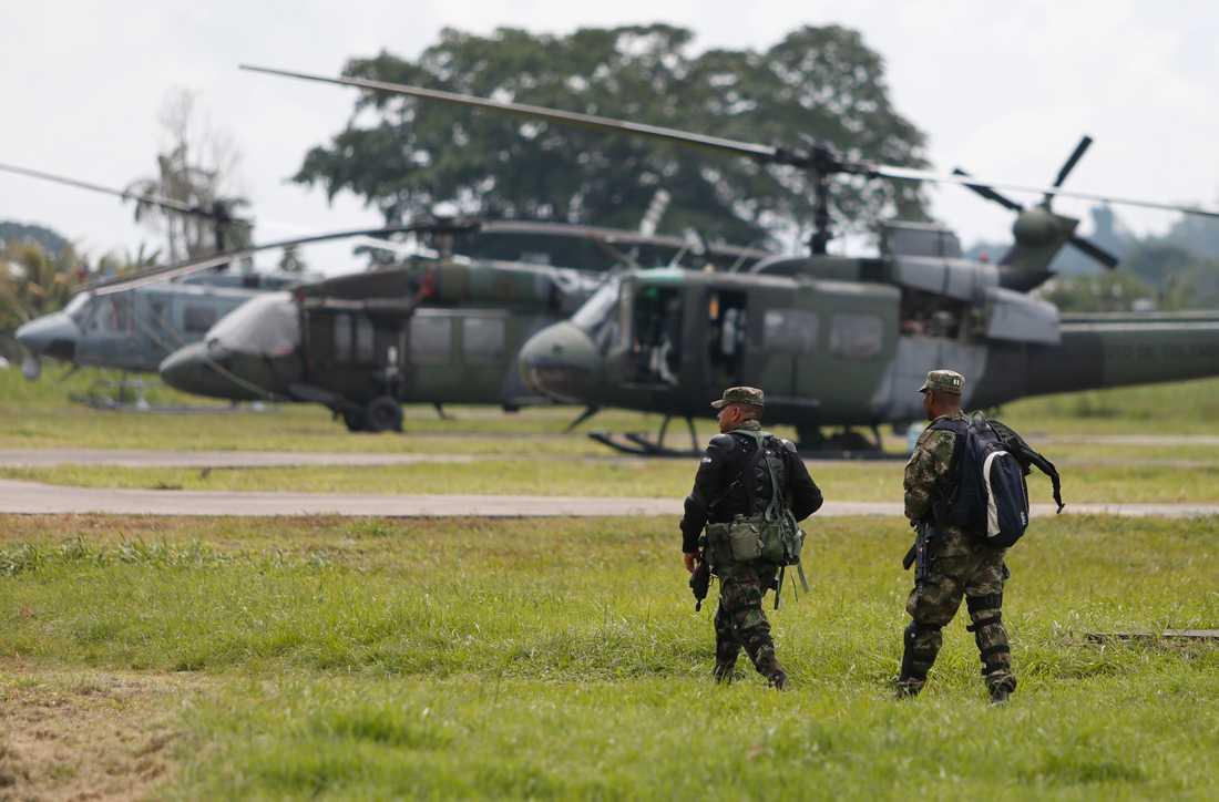 Soldater vid en militärbas i Colombia. Även efter fredsavtalet med Farc-gerillan härjas landet av våld och narkotikahandel. Arkivbild.