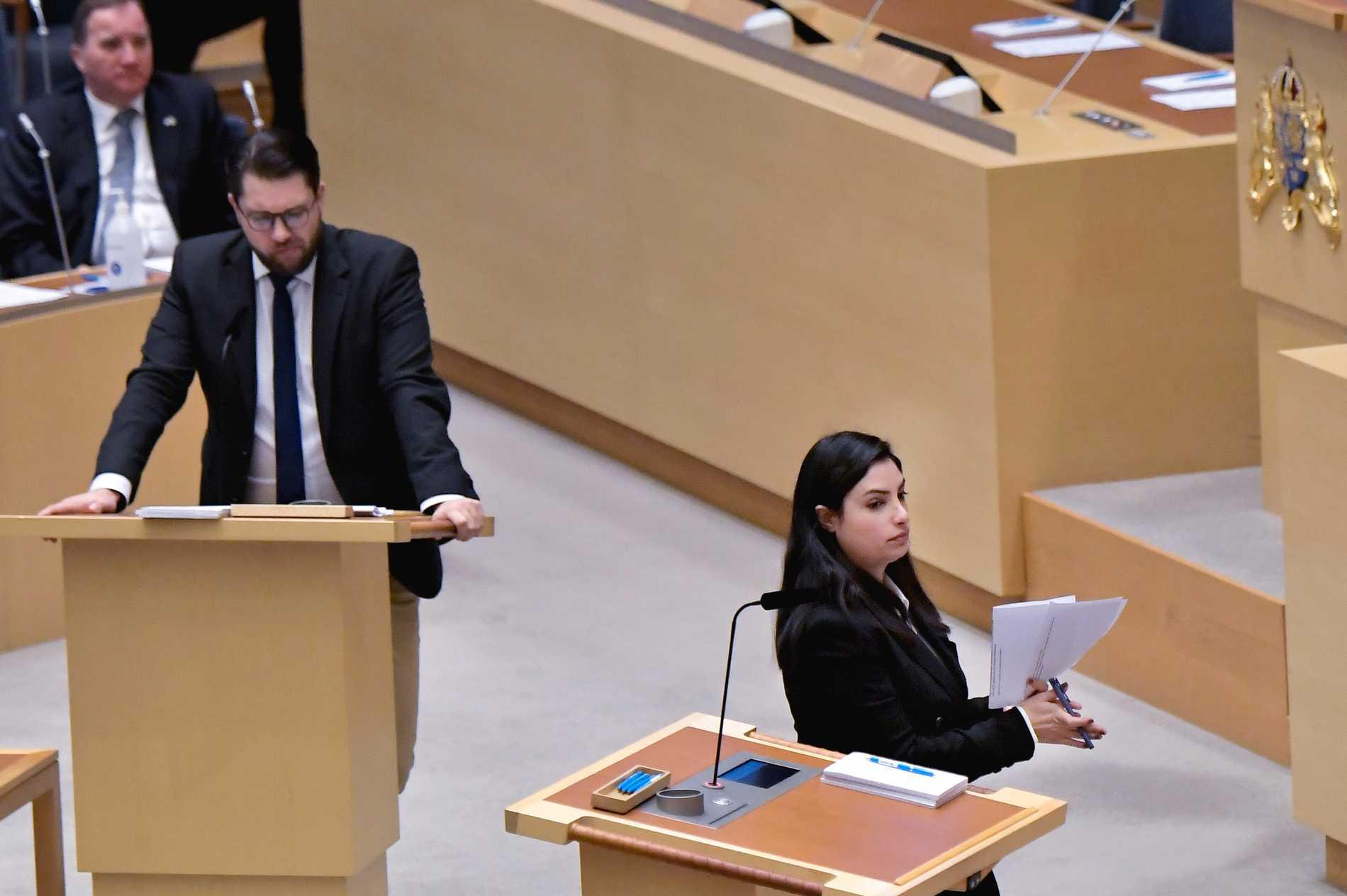 Sverigedemokraternas partiledare Jimmie Åkesson (SD) och Vänsterpartiets partiledare Nooshi Dadgostar (V) under en partiledardebatt tidigare i år. Arkivbild.