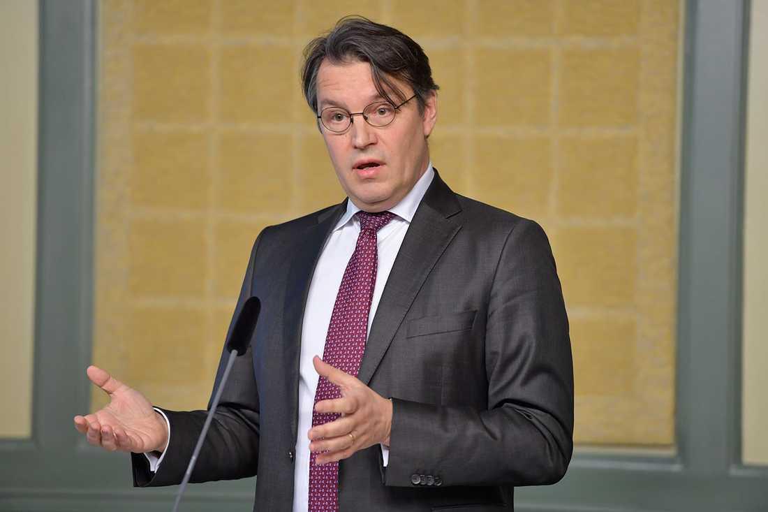 Utredaren Thomas Bull presenterar regeringens granskning av Transportstyrelsens it-upphandling.