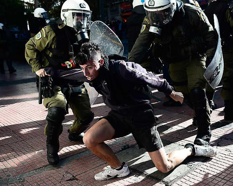 I Grekland har både polis och militär sats in mot protesterande under de senaste åren. Foto: AP