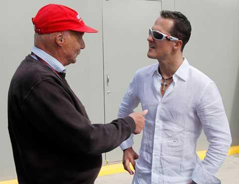 Det var då, vid Australiens GP var det glada miner mellan Niki Lauda och Michael Schumacher. Idag kritiserar Lauda Schumi hårt.