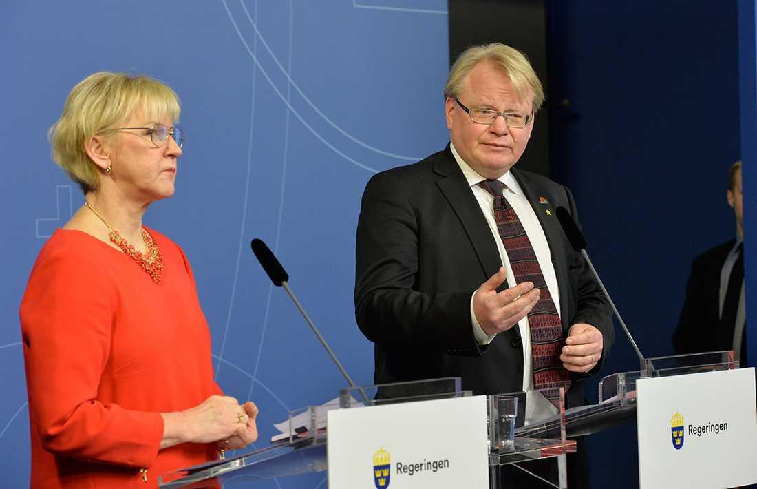Utrikesminister Margot Wallström och försvarsminister Peter Hultqvist.