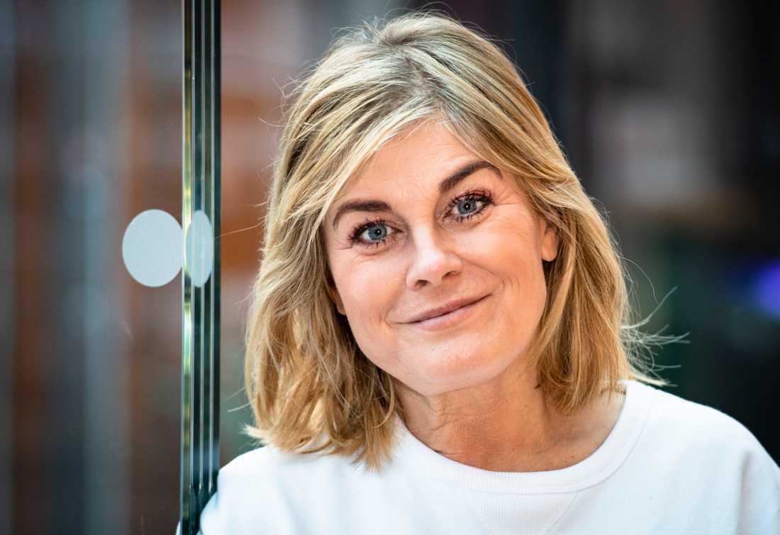 Pernilla Wahlgren vill uppmana andra att hålla sig lugna i dessa coronatider.