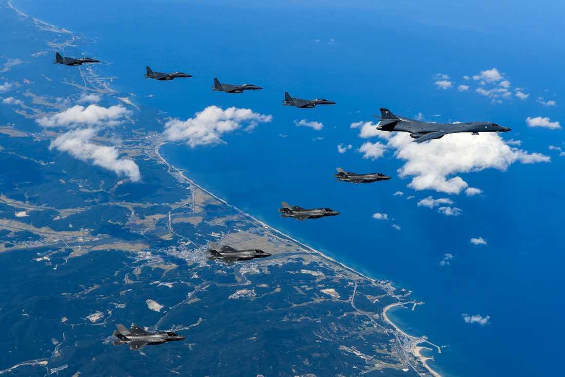 Bild från amerikanska armén som visar amerikanska och sydkoreanska stridsplan 18 september.