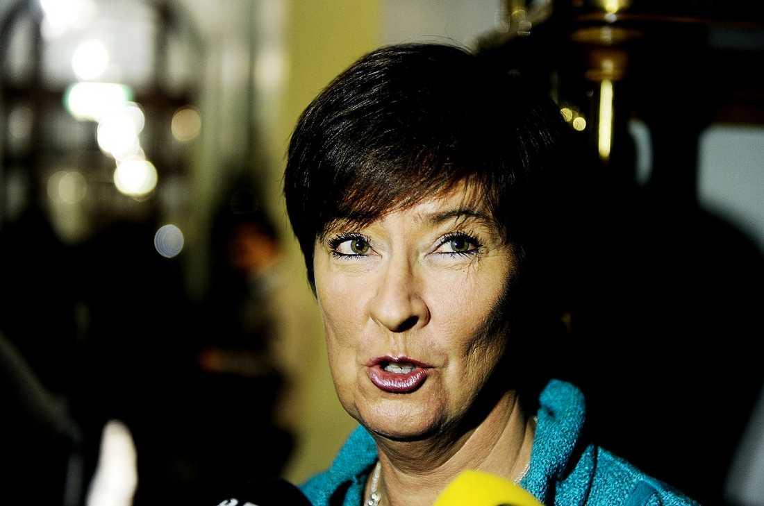 """BITER IFRÅN  Nu talar Mona Sahlin ut för första gången sedan avgången. Och hon passar på att ge både partiet och Håkan Juholt kritik. """"Jag kan inte räkna honom som en vän"""", säger hon."""