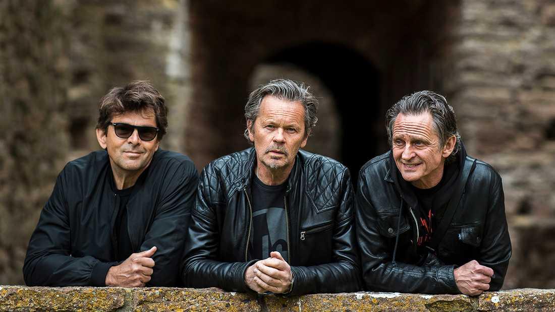 Niklas Strömstedt, Anders Glenmark och Orup i Borgholms slottsruin, där GES uppträder i sommar.