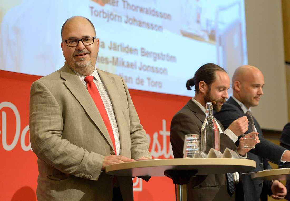 LO:s ordförande Karl-Petter Thorwaldsson presenterar en rapport om full sysselsättning.