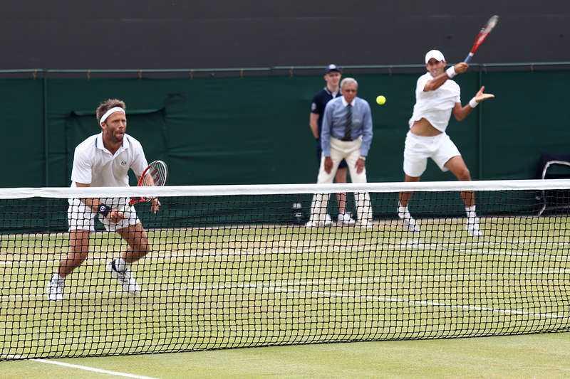 Tredje gången gillt Robert Lindstedt kan ta sin första dubbelseger i Wimbledon på tredje försöket.