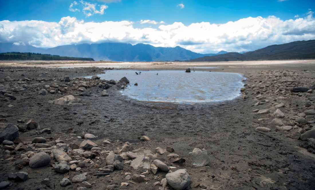 Kapstaden riskerar att bli helt utan dricksvatten. Här är stadens största vattenkälla, Theewaterskloof-dammen, i januari. Arkivbild.