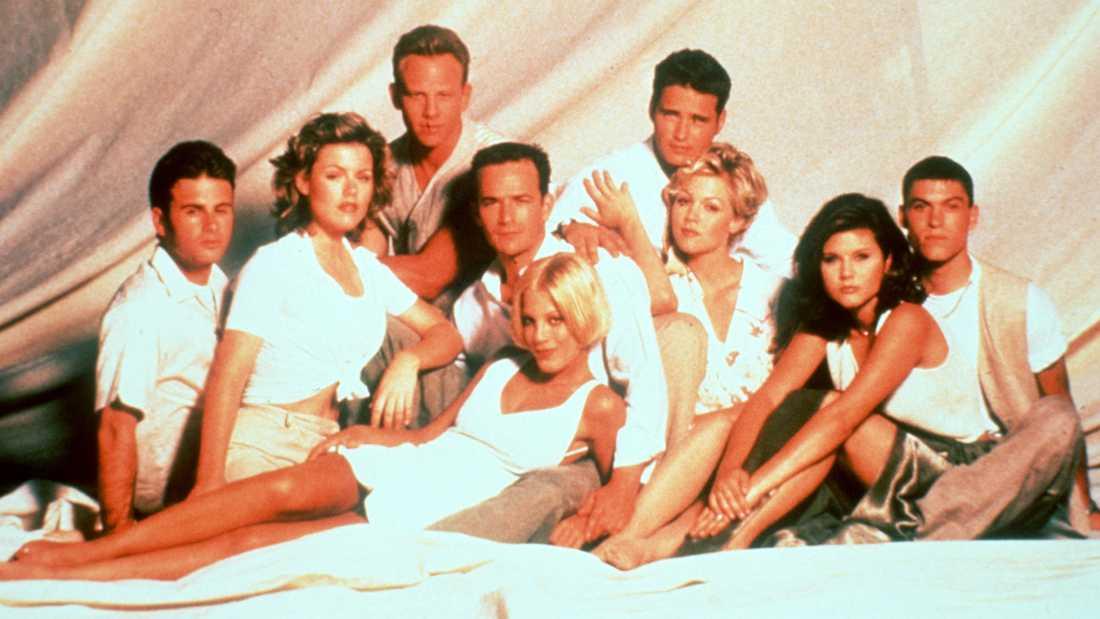 """Beverly Hills""-gänget 1996. Jamie Walters, Kathleen Roberts, Ian Zehring, Luke Perry, Tori Spelling, Jason Priestly, Jennie Garth, Tiffani Theissen och Brian Austin Green."