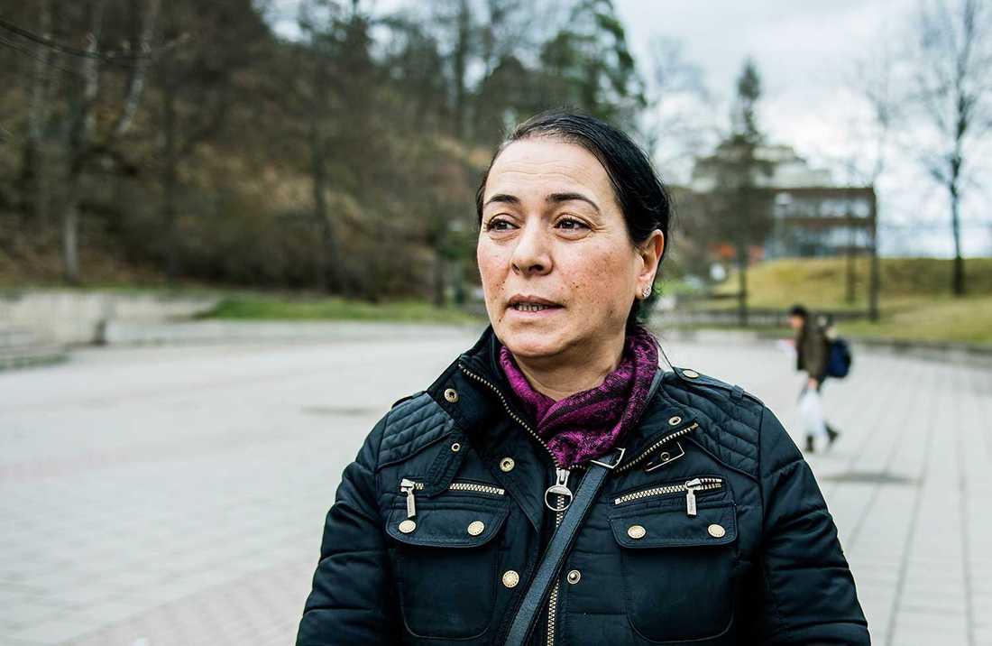 """Name Köylüoglu har bott 45 år i Alby. Hon säger att """"Karlaplan är Sverige, det är inte förorten""""."""