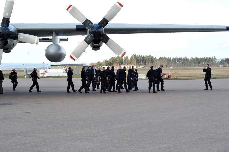 För att förhindra eventuella konfrontationer mellan nazister och motdemonstranter har polisen ökat sin bemanning rejält i Borlänge. Poliser har kallats in från Örebro och Värmland, samt från Region Väst och Syd. Under lördagen landade ett Herculesplan på Dala Airport med 70 poliser från Skåne.