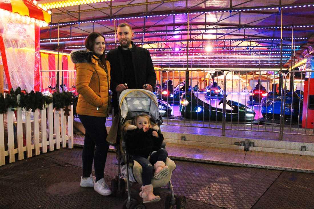Siana och Mark Manning med dottern Rosie på julmarknad i London.