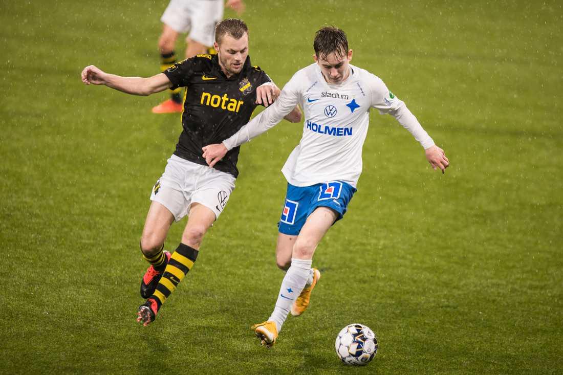 Isak Bergmann Johannesson mot Sebastian Larsson.