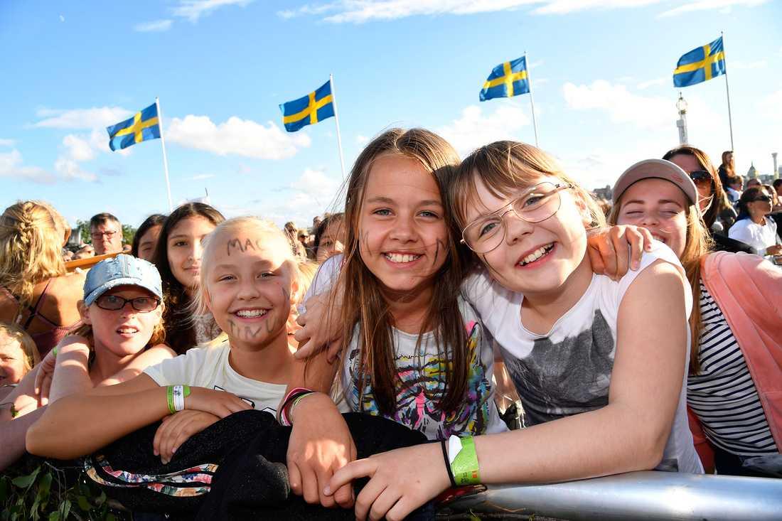 Neah Jalmebro och Engla Ankarås började köa redan klockan åtta i morse för att komma längst fram i publikhavet.