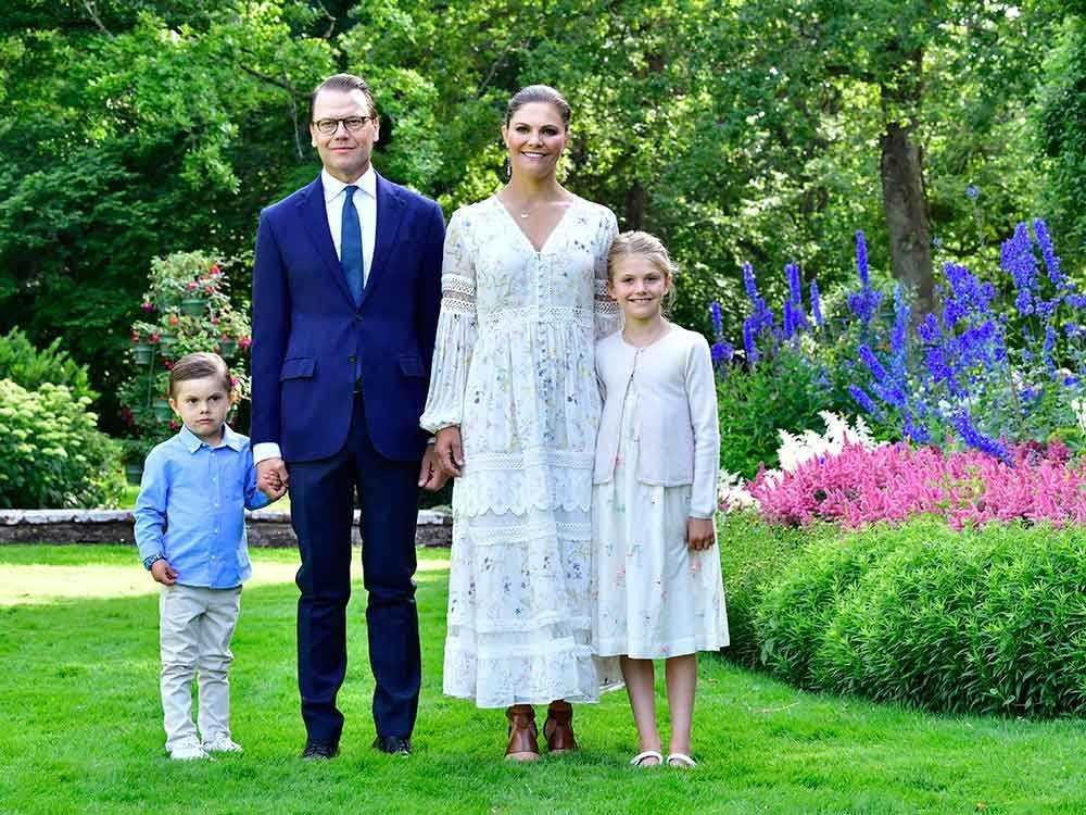 Kronprinsessparet, Estelle och Oscar i Solliden slottspark på Victorias födelsedag.