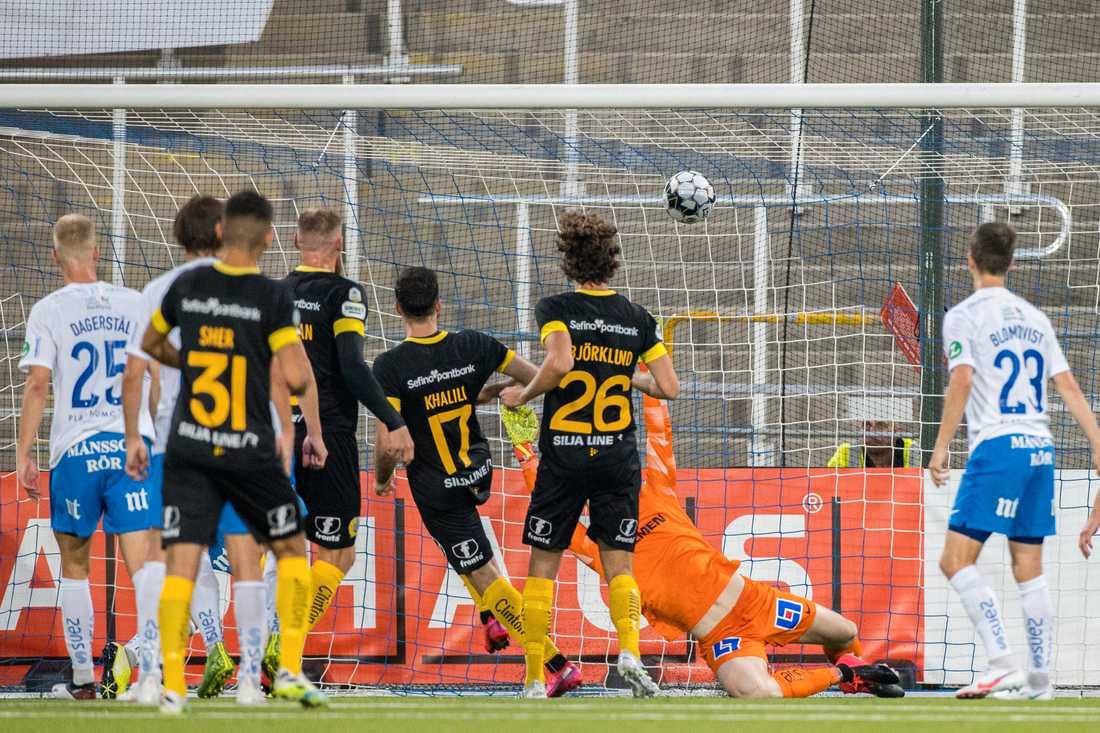 Hammarbys Abdul Khalili avgör mot IFK Norrköping.