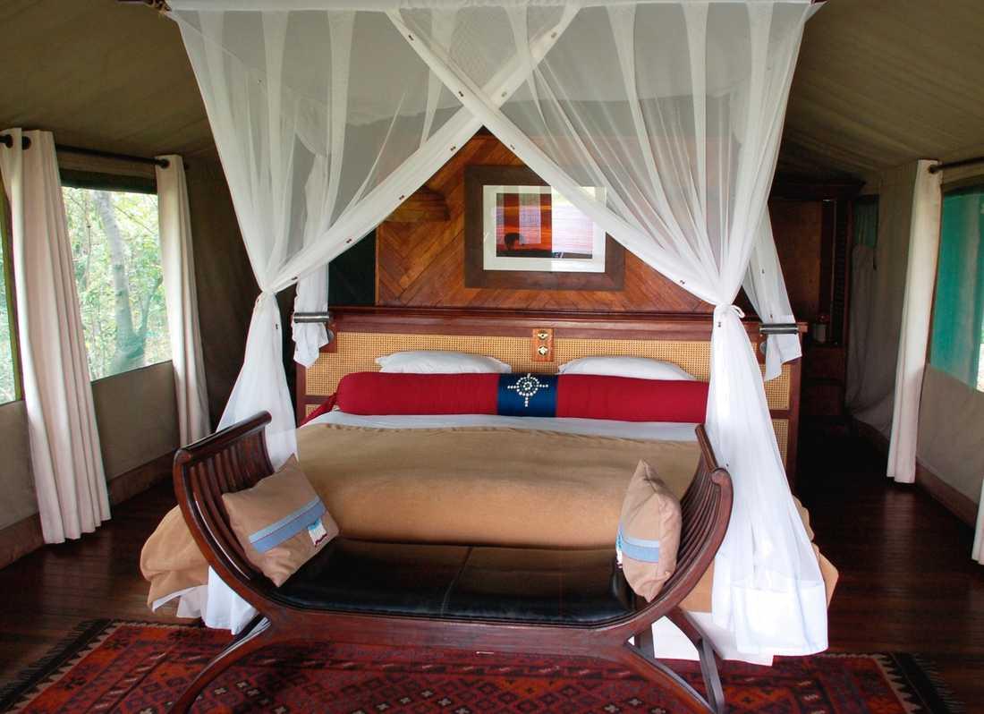 Sängen i rummet på Selinda liknar en prinsessbädd.