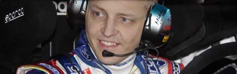 Mikko Hirvonen har drygat ut sin ledning i Svenska rallyt efter SS9.