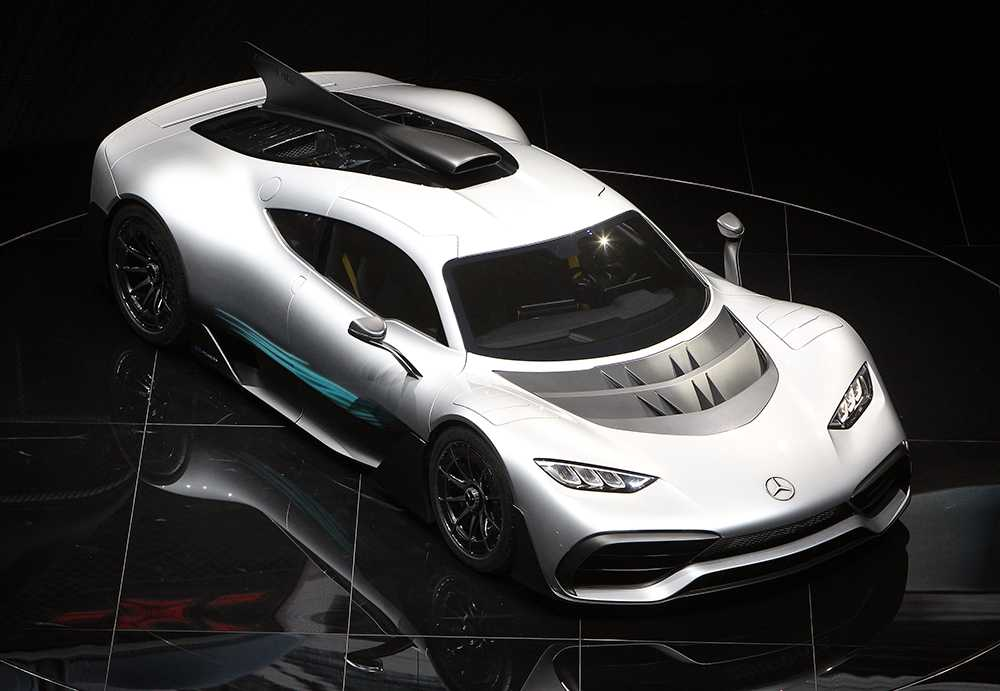 Drygt tusen hästkrafter rymmer Mercedes AMG Project One.