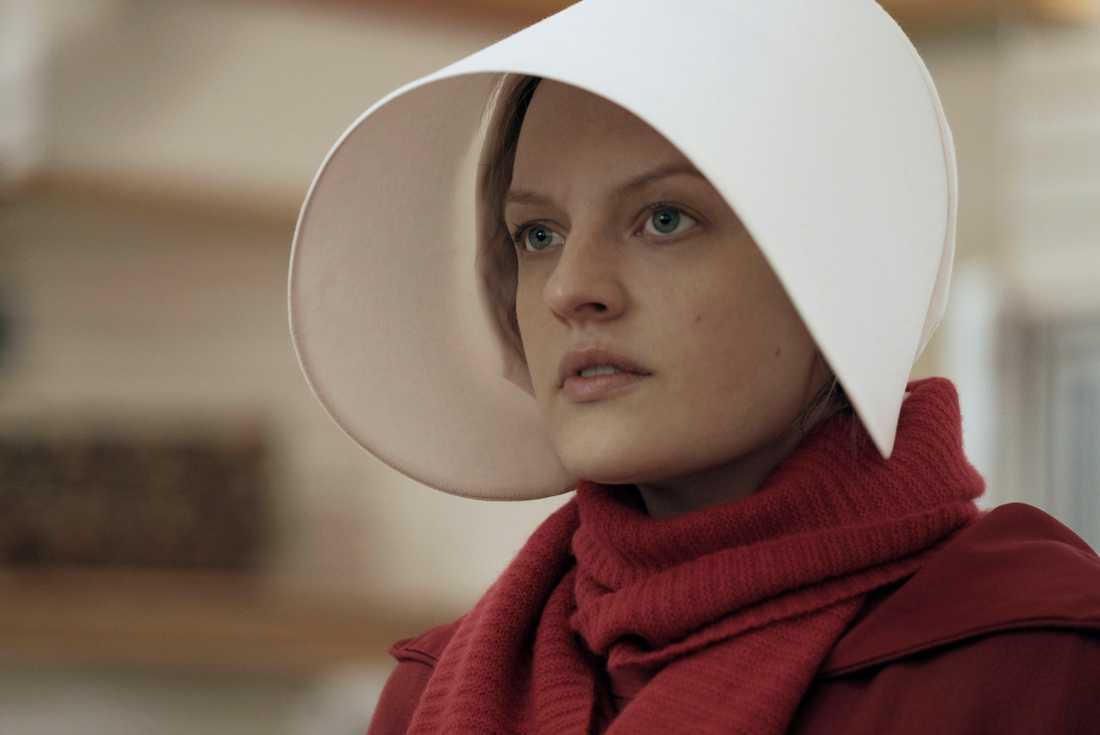 """Elisabeth Moss spelar huvudrollen Offred i """"The handmaids tale"""". Arkivbild."""