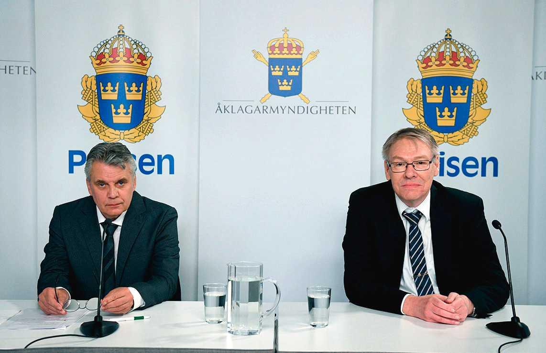 Spaningsledare Hans Melander och chefsåklagare Krister Petersson under den digitala presträffen om Palmeutredningen.
