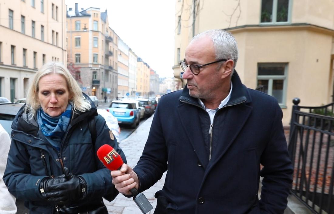 Förbundsdirektören Vibeke Hammarström ville inte ställa upp på intervju under åtta dagar. Men efter att ha konfronterats utanför förbundets kontor ställde hon upp på en telefonintervju.