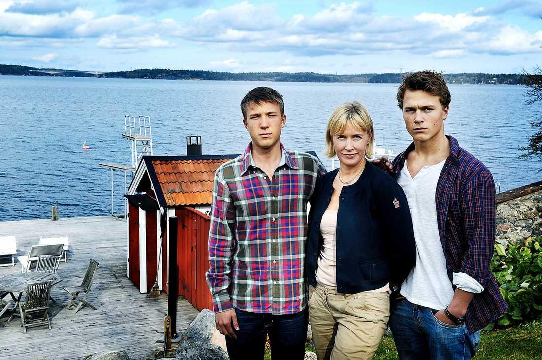 Hanna Harge och hennes söner Axel och Gustav blev vittnen till mystiska besöket i Baggensfjärden utanför deras hus.