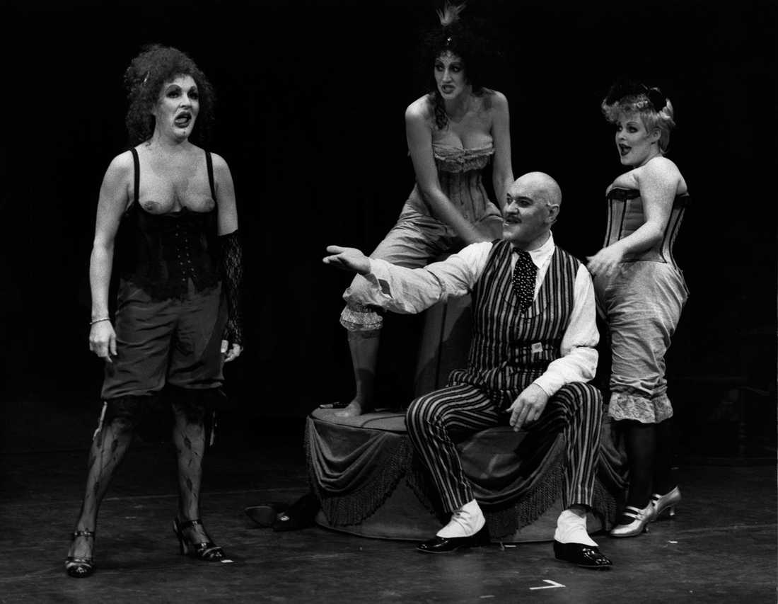 """Kim Anderzon och Tommie Barte under repetitionerna av """"Tolvskillingsoperan"""" med Riksteatern 17:e februari 1989."""