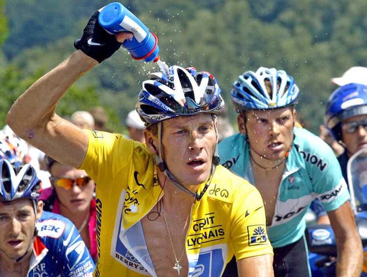 Lance Armstrong jagad av Jan Ullrich (till höger), tvåa i Tour de France tre gånger men också själv avstängd för dopning.