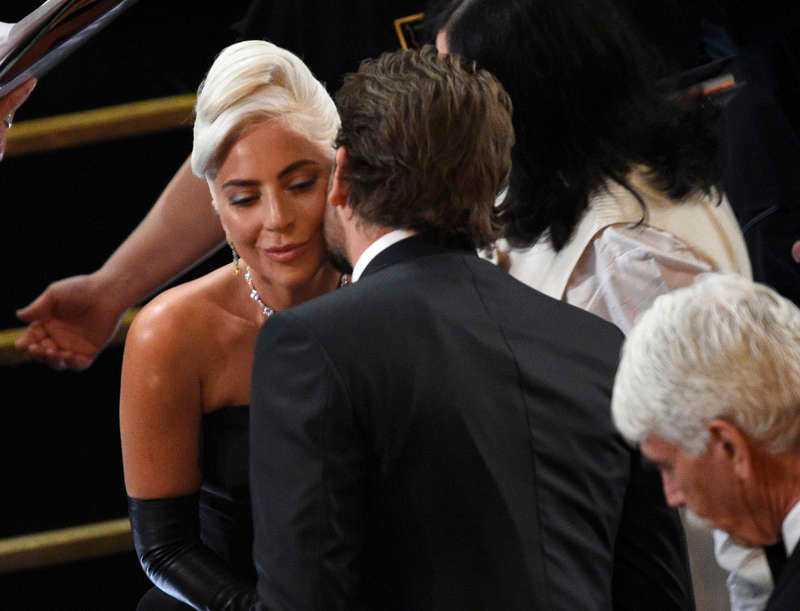 Lady Gaga och Bradley Cooper.