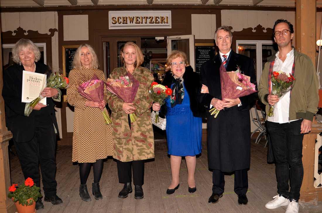 Årets pristagare: Marika Junström, Maria Dommellöf-Wik, Sophia Olsson, Siv Wennberg och Eric Carlenstolpe samt Jakob Abrahamsson från Bio Capitol. Pressbild.